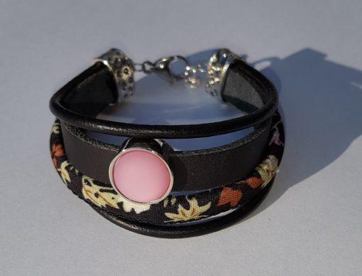 Armband met roze schuiver