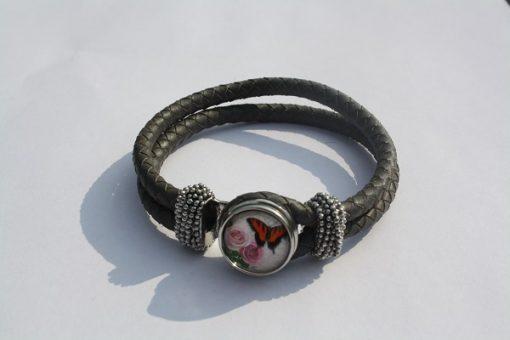 Armband met vlinder drukknoop grijs