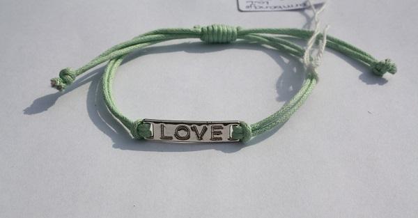 Armbandje met love