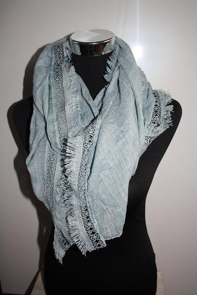 Blauwe sjaal met rand 2