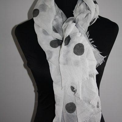 Grijze stippen sjaal