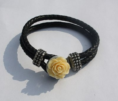 armband met roos drukknoop
