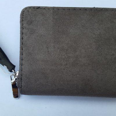 9b2cb0070ff Kleine groene suedine portemonnee