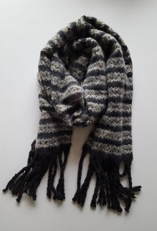 zwarte sjaal met strepen